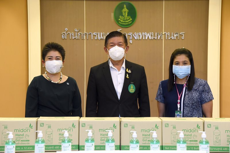 Bangchak Gives Alcohol Gel to Emergency Medicine Service Office for Battle against COVID-19