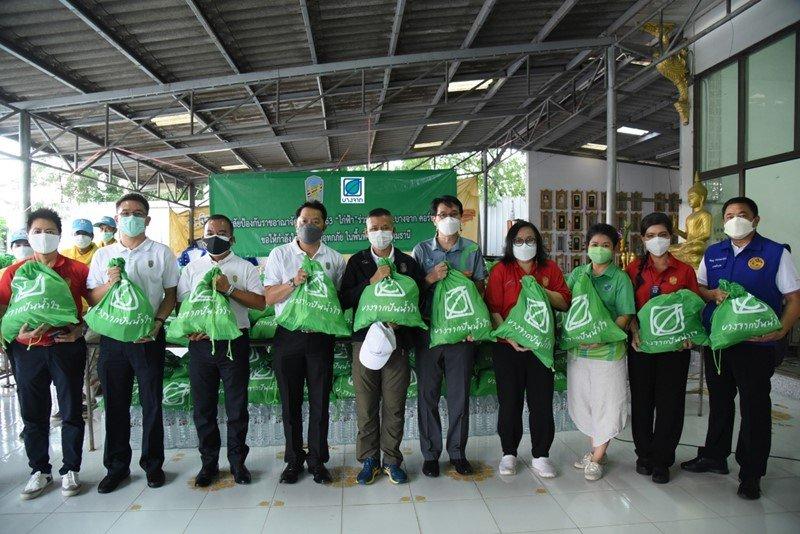 Bangchak – NDCT. 20 Distribute Supply Bags to Help Flood Victims