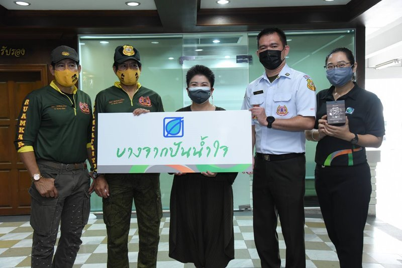 Bangchak Donates Prepaid Cards, Inthanin Beverages to Ruamkatanyu Foundation